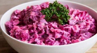 Свекольный салат по этому рецепту получается настолько вкусный что просто невозможно оторваться!