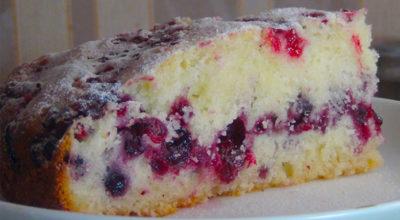 Сметанный пирог с ягодами