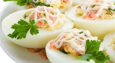 Отличная закуска на все времена-яйца, фаршированные ветчиной