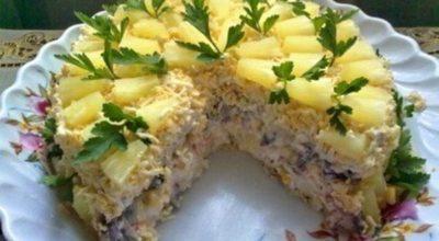 Закусочный торт-салат из крекеров. Готовится очень быстро!