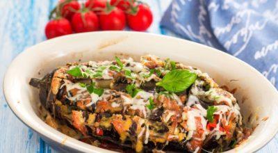 Баклажаны, запеченные в духовке с помидорами, сыром и ветчиной