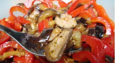 Салат на зиму «Тройка» из баклажанов, перца и помидоров