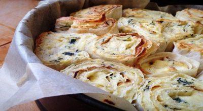 Слоёный пирог из лаваша с творогом, сыром и зеленью