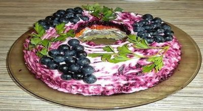 Салат Черная гроздь